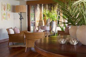 Azura-Benguerra-lounge
