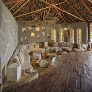 Azura-Quilalea-lounge