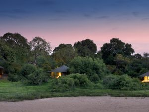 Exterior-view-of-andBeyond-Ngala-Tented-Camp-1-
